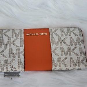 586efd421131fd Michael Kors Bags - NWT Michael Kors Jet Set Center Stripe Wallet